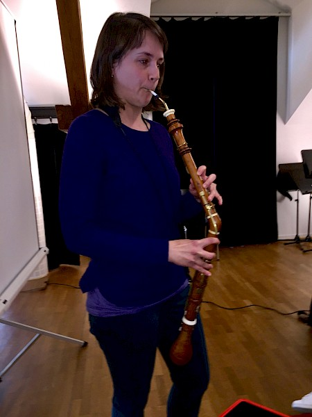 Maria Raffaele plays de cor anglais using a reed that she developed for this instrument